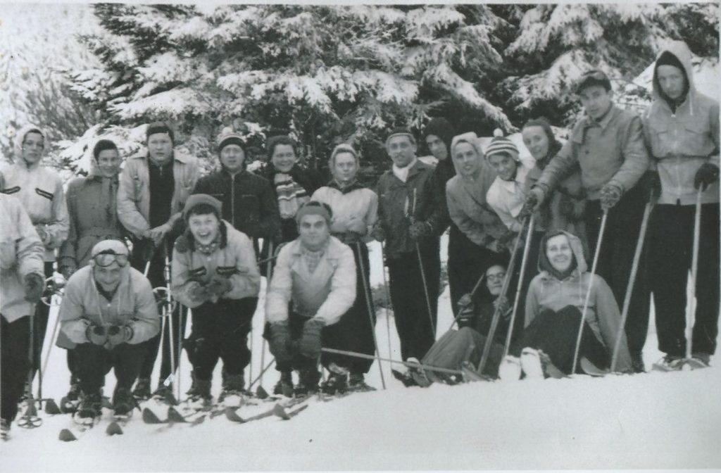 Ausflug der Skigemeinschaft in den 1950ern